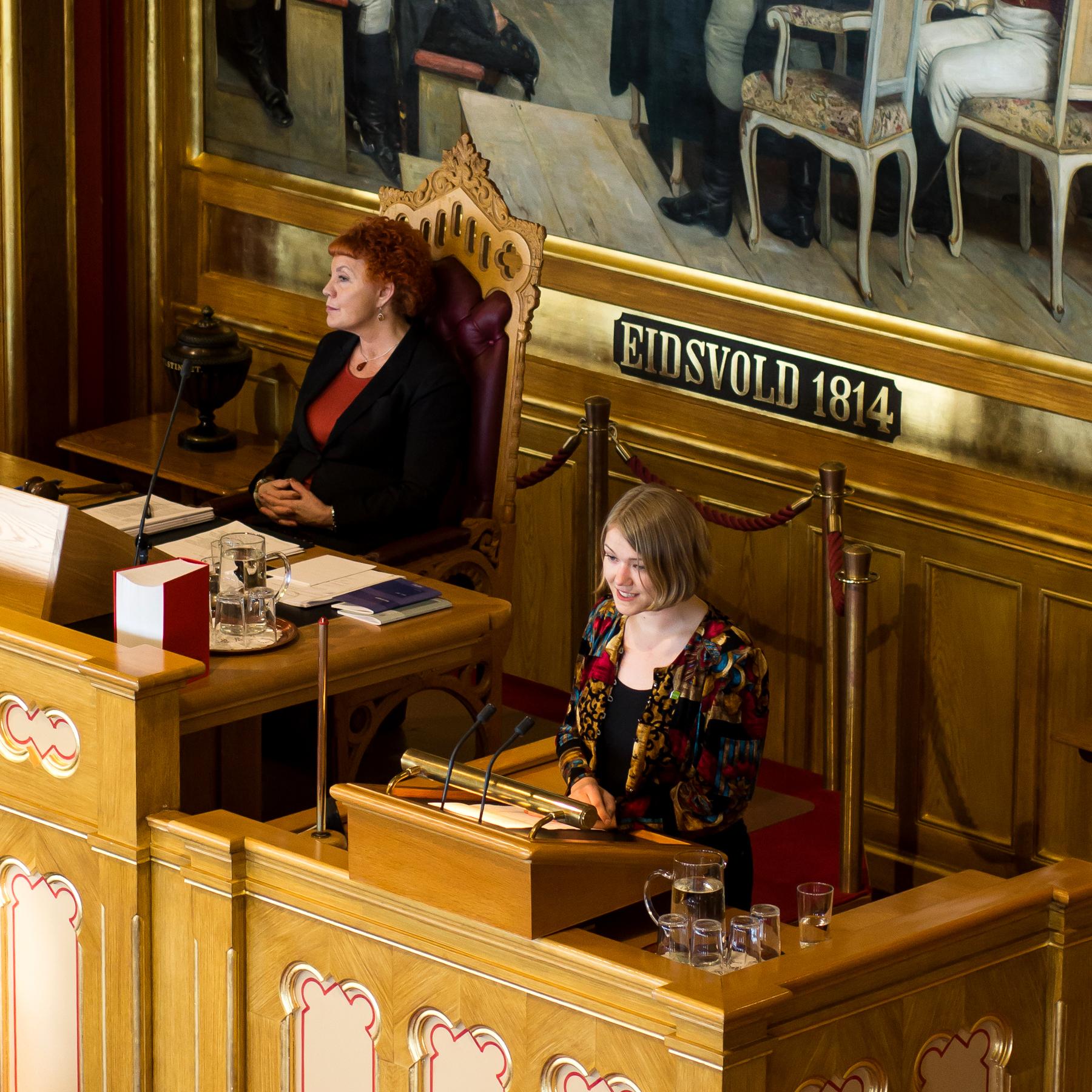 Une på Stortingets talerstol
